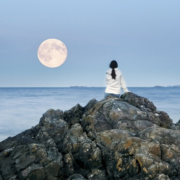 Full moon this month is on the 9th and in the practical and earthly sign of Capricorn.  This Full moon will Bring an intense energy with transformation. The full moon is extremely intense and it will have a big impact on love and relationships.  The full moon will be giving out a very powerful radiant energy to all relationships. Especially targeting soulmates and twin flames, spiritual connections will feel the intensity.  This is a time you need to be calm and focus on positivity. The energies will be amplified in your life. Meaning if you were going through some type of hurt or anger, you will feel it stronger doing this full moon.  Every month we can expect a full moon, not all Will affect does the same way. Full moons create energy into the oceans and usually ERs in hospitals are packed. This is a time when babies are ready to be born and emotional energy's are flared up during a full moon.  Full moons are extremely powerful.  Being aware of a full moon is important. And it's best to have a direct positive intention. This is a coming to an end but starting a new beginning. But the full moon in Capricorn it represents a huge opportunity for spiritual and emotional growth for love.  This is especially great for soulmates, twin flames and all spiritual connections. But also be very careful on not to allow the emotional energy to overwhelm you.  Many times we can get emotional, feeling very doubtful or Extreme anxiety. The energies are magnified and it's a good time to focus on your center with meditation.  You may feel a very intense energy of emotions with your twin flame. This is the best time for picking up spiritual energy and telepathically communicating with your soulmate.  Spiritual energies are taken to a higher 5D frequency. It's important to focus on your soul center during the full moon and having love in your heart with gratitude. Also take a short break to focus on balancing your spirit. Full moons are the best time for psychic sessions and meditation