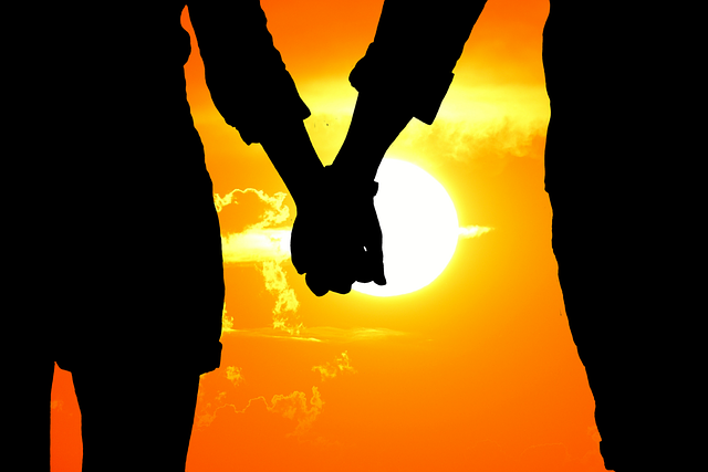 lovers-2761551_640